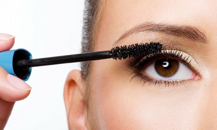 Нанесение туши макияж нависшее веко
